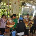 Giáo xứ Tân Thông chia sẻ bác ái với anh chị em đồng bào dân tộc Stieng tại Sóc Bom Bo
