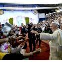 Đức Thánh Cha gặp gỡ hàng ngàn linh mục tu sĩ Bolivia