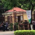 Công an dày đặc bên ngoài phiên tòa xét xử công khai Trần Thị Nga