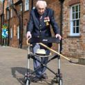 Anh hùng nước Anh, cụ Tom Moore qua đời ở tuổi 100 sau khi bị nhiễm Covid